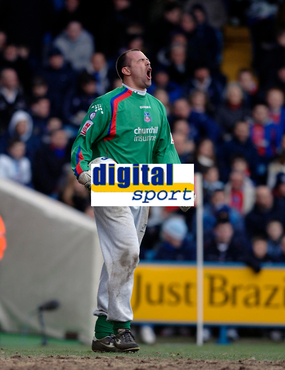 Photo: Daniel Hambury.<br />Crystal Palace v Leeds United. Coca Cola Championship. 04/03/2006.<br />Palace's Gabor Kiraly shows his frustration at conceding the first goal.
