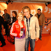 Uitreiking Kids Choice Awards 2004, presentatrice Lauren met Jim Bakkum