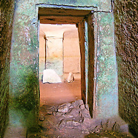Minoan Cemeteries