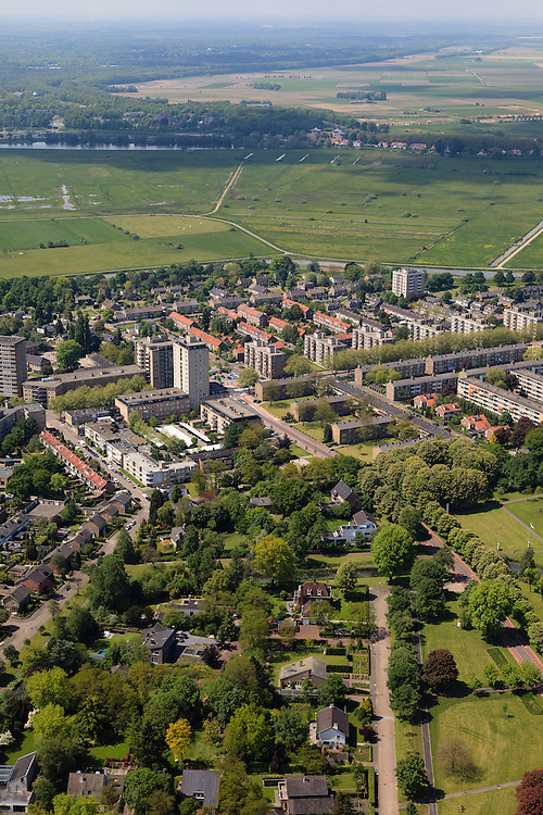 Nederland, Noord-Brabant, Den Bosch, 27-05-2013; Plan Zuid / De Pettelaar. Gezien naar het Bossche Broek. Stadsuitbreiding en nieuwbouwwijk uit de jaren vijftig en zestig van de vorige eeuw, wederopbouwperiode. Groen en ruim opgezet.<br /> New residential area built in the fifties and sixties in Den Bosch. Spacious and plentyful green areas.<br /> Reconstruction area.<br /> luchtfoto (toeslag op standard tarieven)<br /> aerial photo (additional fee required)<br /> copyright foto/photo Siebe Swart
