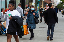 © Licensed to London News Pictures. 22/10/2021. LONDON, UK.  Shoppers in Oxford Street.  As Christmas approaches, there is concern amongst some medical professionals that the UK government may be too slow to act as the number of reported positive Covid-19 cases continues to increase with 52,009 cases reported on 21 October..  Photo credit: Stephen Chung/LNP