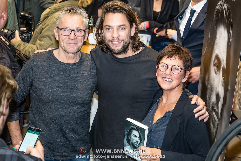 NLD/Amsterdam/20161115 - Boekpresentatie Thomas Dekker - Mijn Gevecht', Thomas met zijn moeder en vader