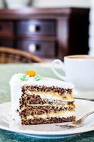 Bolo de Nozes na Delikatesse Viktoria. Joinville, Santa Catarina, Brasil. / Pecan cake served at Delikatesse Viktoria. Joinville, Santa Catarina, Brazil.