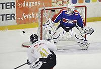 29. september 2009, Ishockey, Get-Ligaen, Stavanger Oilers - Vålerenga , Siddishallen , Dennis Sveum , Oilers , Patrick DesRochers , Vålerenga , Foto: Tommy Ellingsen