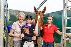 WINTER-SCHULZE Madeleine (Besitzerin), WERTH Isabell (GER), Bella Rose, WIEGARD Steffi (Pferdepfleger)<br /> Rotterdam - Europameisterschaft Dressur, Springen und Para-Dressur 2019<br /> Impressionen am Rande<br /> Isabell Werth feiert ihre 3 Goldrmedaillen im Stall<br /> 24. August 2019<br /> © www.sportfotos-lafrentz.de/Stefan Lafrentz