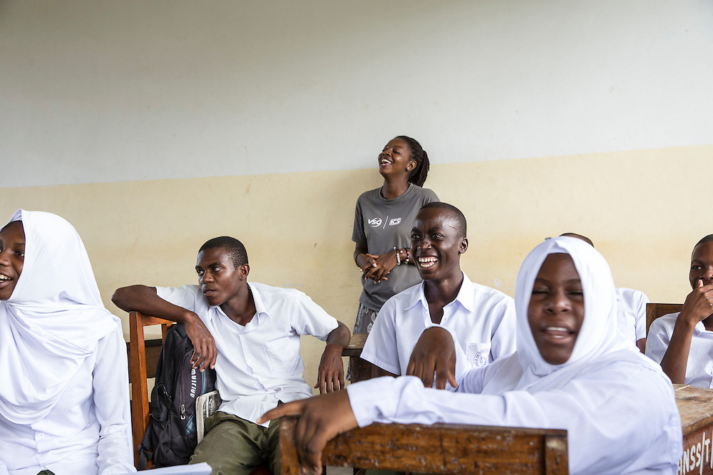 ICS volunteer Francisca Mlingwa in discussion about writing a CV and applying for work with students at Angaza school as part of the VSO / ICS Elimu Fursa project (Opportunities in Education) Lindi, Lindi region. Tanzania.