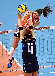 08-01-2016 TUR: European Olympic Qualification Tournament Nederland - Italie, Ankara<br /> De volleybaldames hebben op overtuigende wijze de finale van het olympisch kwalificatietoernooi in Ankara bereikt. Italië werd in de halve finales met 3-0 (25-23, 25-21, 25-19) aan de kant gezet / Anne Buijs #11, Alessia Orro #4 of Italie