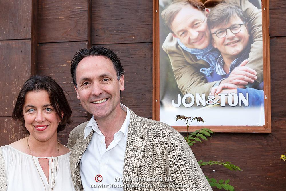NLD/Amsterdam/20150511 - Jon van Eerd en Ton Fieren vieren hun 35jarig partnerschap, Hugo Haenen en partner Anke Knottenbelt