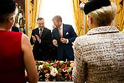 Koning Willem Alexander ontvangt president Duda op Paleis Noordeinde. Na de inspectie van de erewacht vinden een audiëntie en een lunch plaats waar ook Hare Majesteit Koningin Maxima bij aanwezig is. <br /> <br /> King Willem Alexander receives President Duda at Noordeinde Palace. After the inspection of the guard of honor, an audience and lunch will take place at which Her Majesty Queen Maxima will also be present.<br /> <br /> Op de foto / On the photo:  Koning Willem-Alexander en koningin Maxima met president Andrzej Duda en zijn echtgenote Agata Kornhauser-Duda /// King Willem-Alexander and Queen Maxima with President Andrzej Duda and his wife Agata Kornhauser-Duda