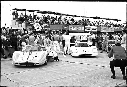 Sebring 1967 starting lineup. Winning Ford GT40 Mark IV no. 1, competitive Chaparral 2F-Chevrolet no. 6.