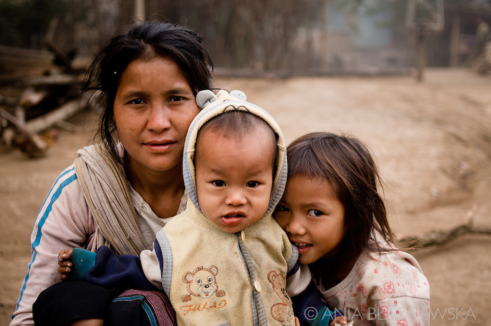 Laos, Luang Nam Tha. The Khamu woman with her children living in Ban Nam Pick, a village situated in the Luang Nam Tha area.