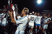 Fotball<br /> Foto: imago/Digitalsport<br /> NORWAY ONLY<br /> <br /> 05.05.1988  <br /> Ronald Koeman mit Europapokal der Landesmeister, 3. v. re.: Torwart Hans von Breukelen, 2. v. re.: Sören Lerby (alle PSV Eindhoven)