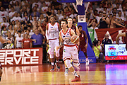 DESCRIZIONE : Reggio Emilia Lega A 2014-15 Semifinale Gara 6 Grissin Bon Reggio Emilia - Umana Venezia <br /> GIOCATORE : Andrea Cinciarini<br /> CATEGORIA : palleggio contropiede<br /> SQUADRA : Umana Venezia <br /> EVENTO : Campionato Lega A 2014-2015 <br /> GARA : Semifinale Gara 6 Grissin Bon Reggio Emilia - Umana Venezia<br /> DATA : 09/06/2015<br /> SPORT : Pallacanestro <br /> AUTORE : Agenzia Ciamillo-Castoria/GiulioCiamillo<br /> Galleria : Lega Basket A 2014-2015  <br /> Fotonotizia : Reggio Emilia Lega A 2014-15 Semifinale Gara 6 Grissin Bon Reggio Emilia - Umana Venezia
