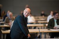 DEU, Deutschland, Germany, Berlin, 05.05.2020: Dr. Gregor Gysi (Die Linke) vor seiner heutigen Wahl zum außenpolitischen Sprecher der Linksfraktion bei der Fraktionssitzung der Linkspartei, Deutscher Bundestag.
