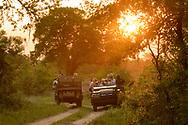 Safari-Touristen im Inyati Private Game Reserve im Westen des Krueger Nationalparks zu Beginn der Regenzeit im November