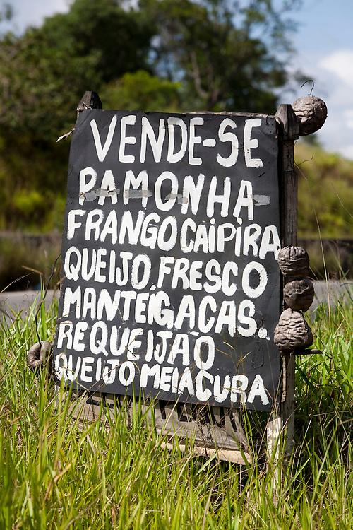 Pouso Alegre_MG, Brasil...Detalhe de uma placa de comercio de produtos na BR 381 / Fernao Dias...Detail of a trade sign on BR 381/ Fernao Dias...Foto: LEO DRUMOND / NITRO.....