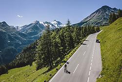 THEMENBILD - ein Radfahrer auf der Strasse, darüber der höchste Berg Österreichs - der Großglockner (3798 m). Die Hochalpenstrasse verbindet die beiden Bundeslaender Salzburg und Kaernten und ist als Erlebnisstrasse vorrangig von touristischer Bedeutung, aufgenommen am 07. Juli 2020 in Heiligenblut, Österreich // a cyclist on the road, above him the highest mountain of Austria - the Großglockner (3798 m) . The High Alpine Road connects the two provinces of Salzburg and Carinthia and is as an adventure road priority of tourist interest, Heiligenblut., Austria on 2020/07/07. EXPA Pictures © 2020, PhotoCredit: EXPA/ JFK