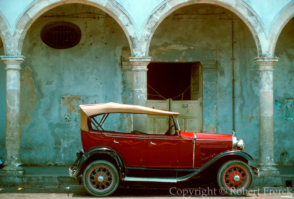 MEXICO, ARCHITECTURE Antique car parked in main plaza in Campeche