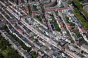 """Nederland, Amsterdam, De Pijp, 12-05-2009; Albert Cuypstraat met marktkramen in stadsdeel Oud-Zuid, gezien vanaf de Van Woustraat. Linksonder Sarphatipark, rechtsboven Heinekenplein en Stadhouderskade. De Albert Cuypmarkt is een dagmarkt, in de volksmond de 'Cuyp"""".Swart collectie, luchtfoto (toeslag); Swart Collection, aerial photo (additional fee required).foto Siebe Swart / photo Siebe Swart"""