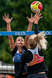 Marly Bak in action. From July 1, competition in the Netherlands may be played again for the first time since the start of the corona pandemic. Nevobo and Sportworx, the organizer of the DELA Eredivisie Beach volleyball, are taking this opportunity with both hands. At sunrise, Wednesday exactly at 5.24 a.m., the first whistle will sound for the DELA Eredivisie opening tournament in Zaandam on 1 July 2020 in Zaandam.