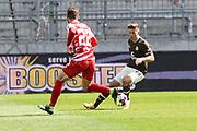 Fussball: 2. Bundesliga, FC St. Pauli - Würzburger Kickers, Hamburg, 17.04.2021<br /> Daniel Hägele (Würzburg, l.) - Finn Ole Becker (Pauli)<br /> © Torsten Helmke