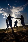 Codo_MA, Brasil...Criancas brincando de ciranda na comunidade de Nova Jerusalem...Children playing in the Nova Jerusalem community...Foto: LEO DRUMOND /  NITRO