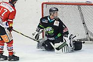 08.03.2011, Dielsdorf, Eishockey 2. Liga, Illnau - Chur, Enzo Corvi erzielt das 0:1 gegen Dennis Volkart  (Thomas Oswald/hockeypics)