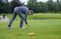 ALMERE  - niet op de goede plaats opteeen. . , voor de markers.  Golf, regels,    COPYRIGHT KOEN SUYK