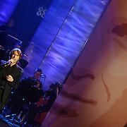 NLD/Utrecht/20060319 - Gala van het Nederlandse lied 2006, Frank Boeijen, poster Marco Borsato