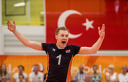 24-09-2016 NED: EK Kwalificatie Nederland - Wit Rusland, Koog aan de Zaan<br /> Nederland wint na een 2-0 achterstand in sets met 3-2 / Daan van Haarlem #1
