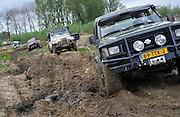 Nederland, Zetten, 5-5-20124x4 dag. Terreinwagens ploeteren in de modder.Foto: Flip Franssen/Hollandse Hoogte