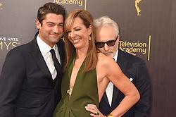 Philip Joncas, Allison Janney, Bradley Whitford bei der Ankunft zur Verleihung der Creative Arts Emmy Awards in Los Angeles / 110916 <br /> <br /> *** Arrivals at the Creative Arts Emmy Awards in Los Angeles, September 11, 2016 ***