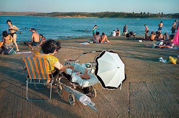 Spanje, Extremadura, 18-5-2001..Recreatie aan de oever van een stuwmeer bij het dorp Orellana...Foto: Flip Franssen