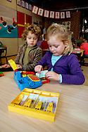 HOLLAND - ZOETERMEER - Schoolchildren learning to count, arithmetic, and how to use money. PHOTO: GERRIT DE HEUS