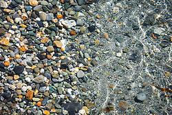 Seixo rolado na beira da praia da Ilha Bridges no Canal de Beagle, na região de Ushuaia, Argentina. FOTO: Jefferson Bernardes/ Agência Preview