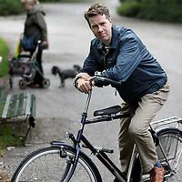 Nederland, Amsterdam , 24 september 2010..Martin Bosma (Wormer, 16 juli 1964) is een Nederlandse politicus voor de Partij voor de Vrijheid (PVV). Hij is sinds 30 november 2006 lid van de Tweede Kamer..Martin staat hier voor het Theo van Gogh monument in het Oosterpark..Foto:Jean-Pierre Jans