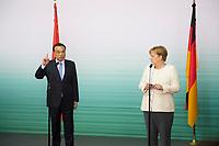DEU, Deutschland, Germany, Berlin, 10.07.2018: Li Keqiang, Ministerpräsident von China, und Bundeskanzlerin Dr. Angela Merkel (CDU), während einer Pressekonferenz bei einer Präsentation zum autonomen Fahren im Flughafen Tempelhof.