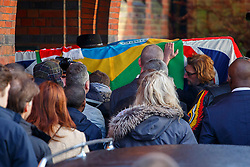 © licensed to London News Pictures. London, UK 03/01/2014. Nick Reynolds, son of Bruce Reynolds who was the ringleader of the Great Train Robbery carrying the coffin of the Great Train Robber Ronnie Biggs to his funeral at Golders Green crematorium in north London. Biggs died on December 18, 2013 aged 84 after famously spent 35 years on the run from prison. Photo credit: Tolga Akmen/LNP