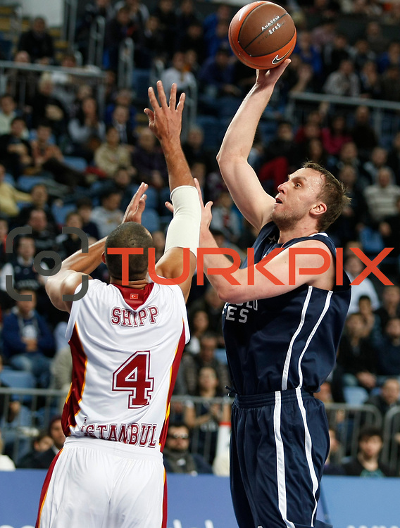 Anadolu Efes's Dusko Savanovic (R) during their Turkish Airlines Euroleague Basketball Top 16 Game 1 match Anadolu Efes between Galatasaray at Sinan Erdem Arena in Istanbul, Turkey, Thursday, January 19, 2012. Photo by TURKPIX
