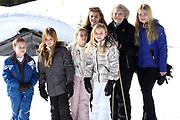 Fotosessie met de koninklijke familie in Lech /// Photoshoot with the Dutch royal family in Lech .<br /> <br /> Op de foto/ On the photo: Prinses Beatrix met kleinkinderen Prinses Amalia, Prinses Alexia, Prinses Ariane , Prinses Eloise , Prins Claus-Casimir , Prinses Leonore