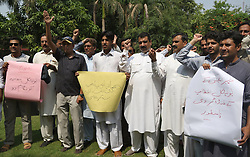 August 18, 2017 - Pakistan - PESHAWAR, PAKISTAN, AUG 18: Journalists are holding protest demonstration against .local administration of Peshawar, outside press club on Friday, August 18, 2017. (Credit Image: © PPI via ZUMA Wire)