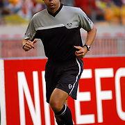 NLD/Amsterdam/20050805 - Johan Cruijffschaal 2005, PSV - Ajax, scheidsrechter Jan Wegereef warmlopen