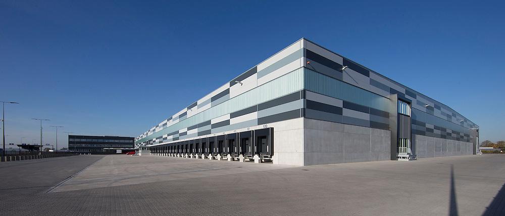 Nederland, Waddinxveen , 31 oktober 2016.Lidl opent het meest duurzame distributiecentrum van Nederland in Waddinxveen. Bij de bouw is veel aandacht besteed aan duurzaamheid. Zo beschikt het gebouw over 4.000 zonnepanelen, is er een warmte-koude-opslag onder het gebouw om lucht in op te slaan en worden er meer dan 11.000 bomen, planten en struiken rondom het gebouw geplaatst. Jacqueline Cramer sprak tijdens de opening en roemde Lidl om haar inzet op het gebied van duurzaam bouwen.<br />een Nederlandse communicatieadviseur, activist en ondernemer die zich bezighoudt met milieu- en ontwikkelingsvraagstukken. Groen is bekend als pleitbezorger voor duurzaamheid, initiator van duurzame coalities en oprichter van bedrijven. In 2015 stond hij op de eerste plaats in de Duurzame 100 van het Dagblad Trouw.<br /><br />Foto en bijschrift vallen buiten verantwoordelijkheid van de Algemene Nieuwsdienst van het ANP. Foto is vrij van rechten en mag alleen redactioneel gebruikt worden in de context van het bijschrift.