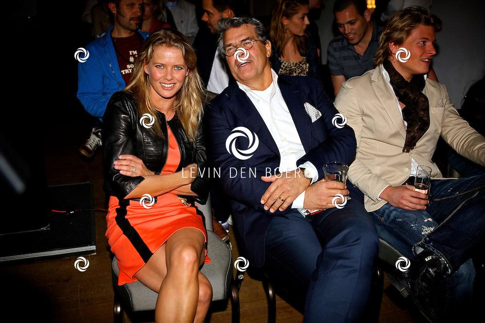 AMSTERDAM - SBS6 Presenteerde de nieuwe serie De Schat Van De Oranje.  Met op de foto Babette van Veen en Emile Ratelband. FOTO LEVIN DEN BOER - PERSFOTO.NU