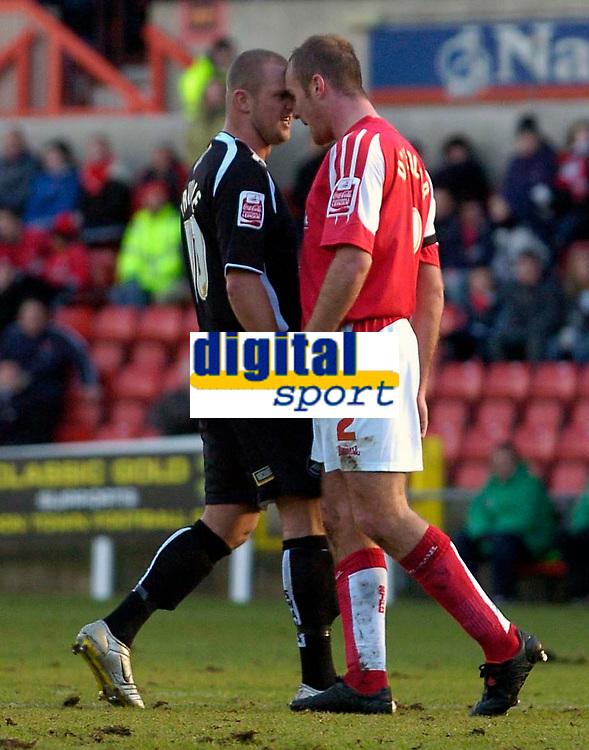 Photo: Alan Crowhurst.<br />Swindon Town v Swansea City. Coca Cola League 1.<br />31/12/2005. <br />Swansea's Lee Trundle (L) and Sean O'Hanlon have a little get together.