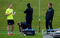 04/11/15<br /> CELTIC TRAINING<br /> LENNOXTOWN<br /> Celtic captain Scott Brown (left) jokes with manager Ronny Deila (right).