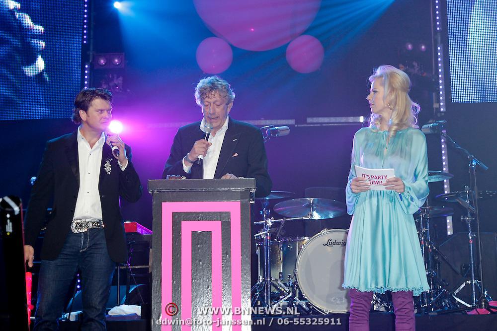 NLD/Amsterdam/20120330 - Emma Raising Fund Night, Beau van Erven Dorens, veilingmeester Peter Trommelen en notaris