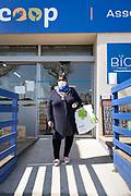 food shopper portrait during Covid 19 crisis France April 2020