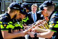 Koning bezoekt politieacademie