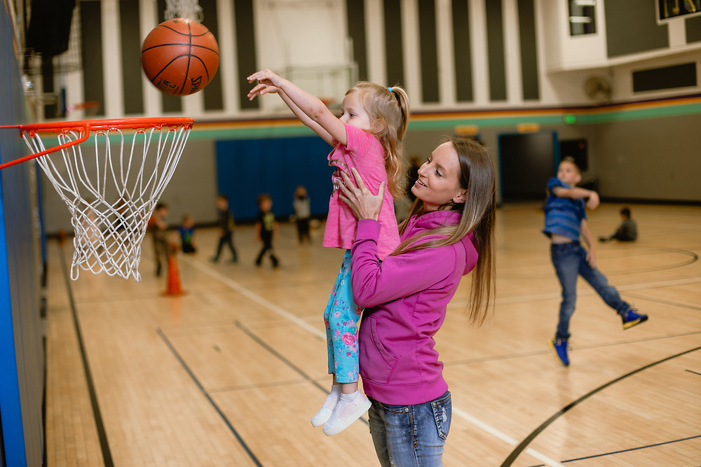 Rogue Valley YMCA in Medford, OR. Photographed by Jason Quigley for CareOregon in May 2019.